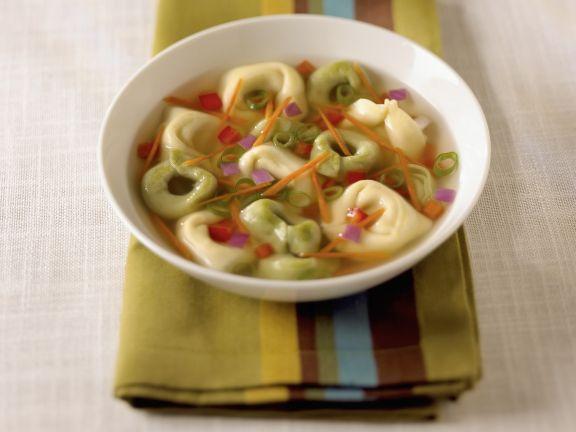 Suppe mit Tortellini