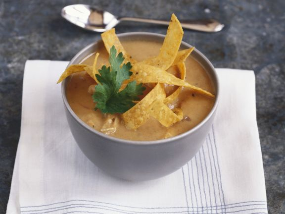 Suppe mit Tortilla-Chips