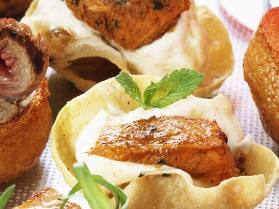 Tacochip-Schälchen mit pikantem Hähnchenfleisch