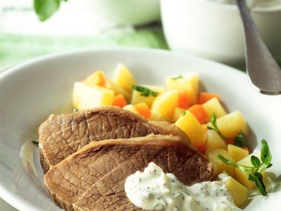Tafelspitz mit Kartoffel-Möhrengemüse und Krätuerdip