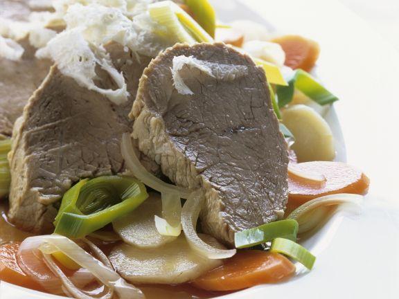 Tafelspitz mit Suppengemüse und geriebenem Meerrettich