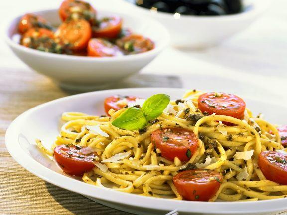 Tagliolini mit Tomaten und Pesto