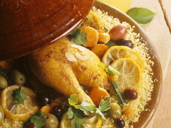 Tajine mit Hähnchen, Gemüse, Oliven und Zitrone