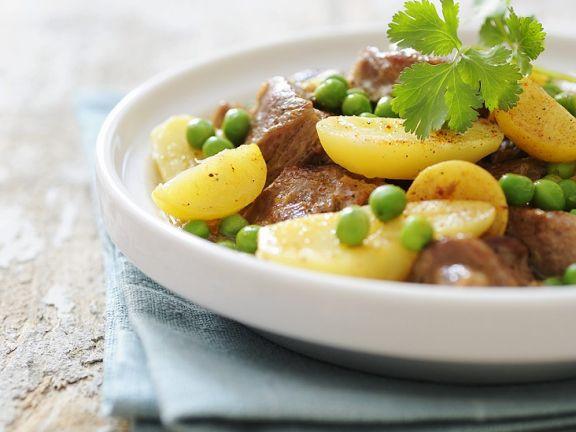Tajine mit Lamm, Zitronen, Erbsen und Kartoffeln