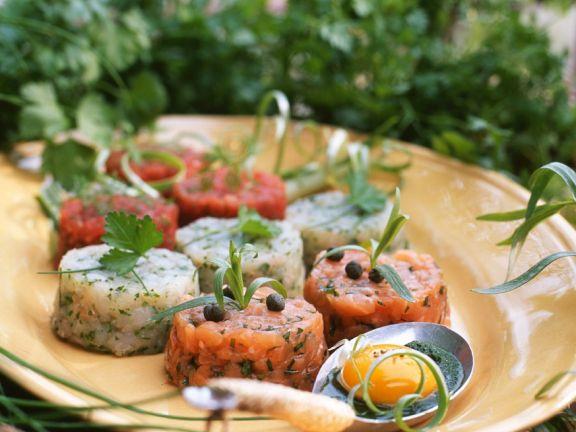 Tartar von verschiedenen Fischen, Ei und Käsesauce