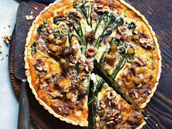 Tarte mit Brokkoli, Gorgonzola und Birnen-Relish