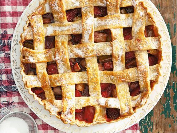 Tarte mit Erdbeeren und Rhabarber