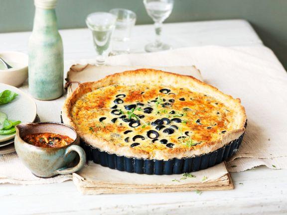 Tarte mit Oliven und Parmesan