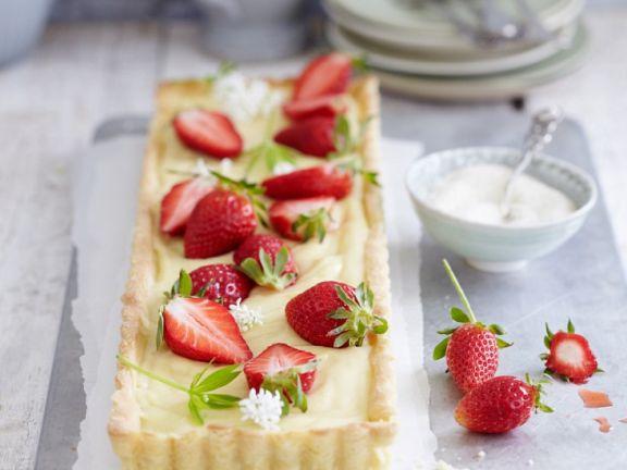 Tarte mit Waldmeister und Erdbeeren
