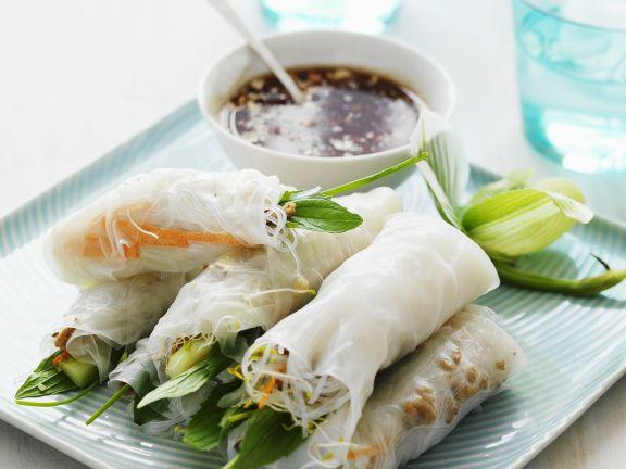 Teigröllchen auf thailändische Art mit Sojasoße