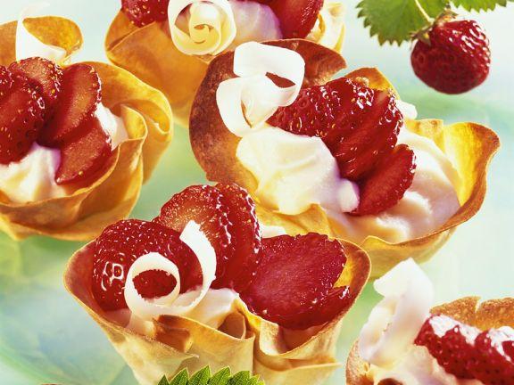 Teigschalen mit Erdbeeren