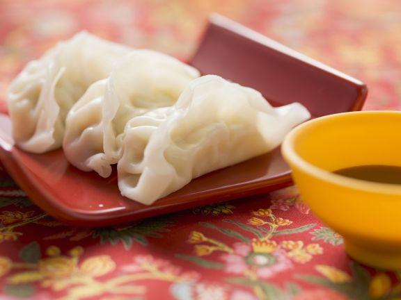 Teigtaschen aus Asien (Wan Tan) mit Sojasoße