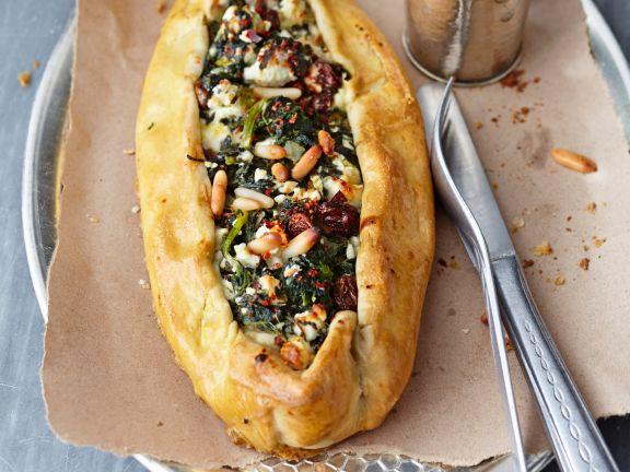 Teigtaschen gefüllt mit Spinat und Feta