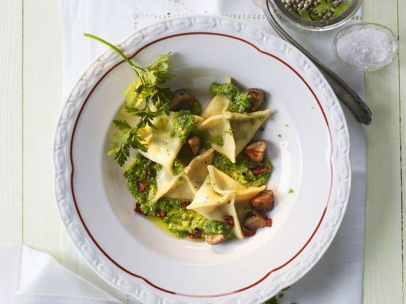 Teigtaschen mit Pesto und Esskastanien
