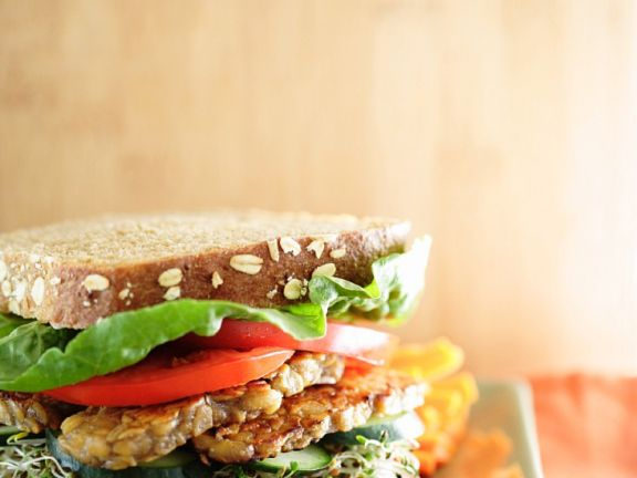 Tempeh-Gemüse-Sandwich