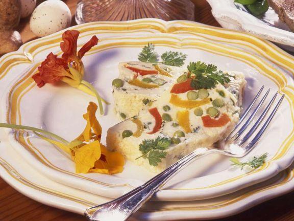Terrine mit Ei und Gemüse