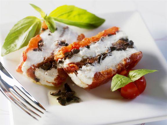 Terrine mit getrockneten Tomaten, Frischkäse und Oliven