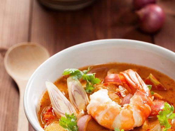 Thailändische Suppe mit Riesengarnelen