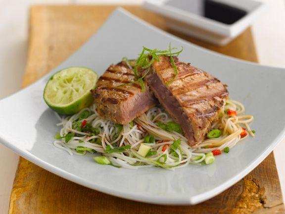 Thunfisch auf Asianudeln
