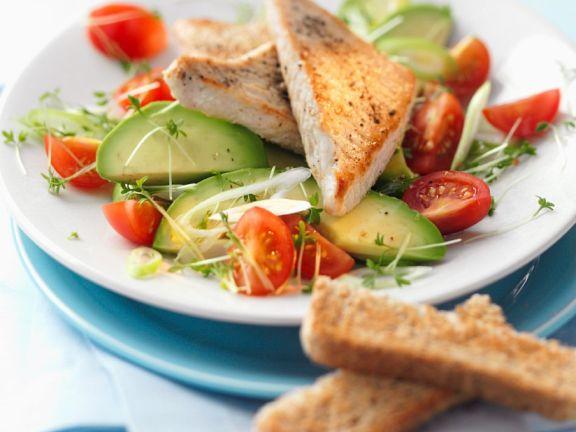 Thunfisch auf Avocado