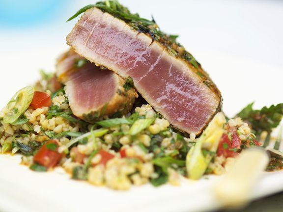 Thunfisch auf Bulgursalat