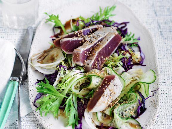Thunfisch-Carpaccio mit asiatischem Salat