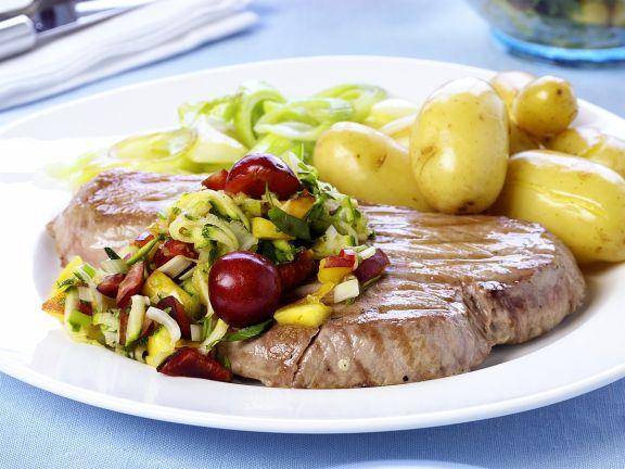 Thunfisch mit Gemüse und Kirschen