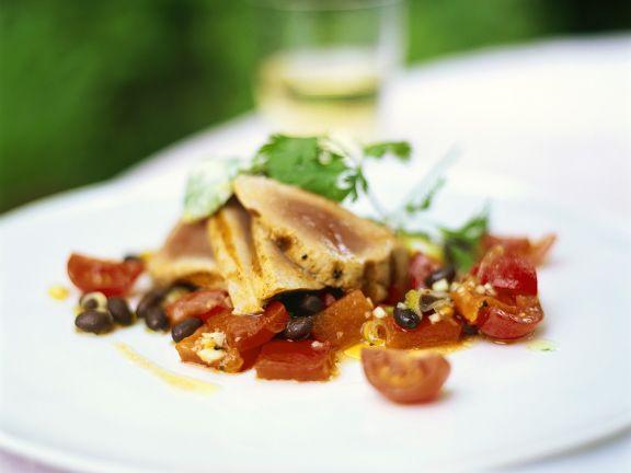 Thunfisch mit Tomaten-Bohnensalat