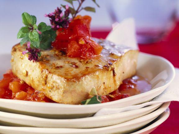 Thunfisch mit Tomaten-Paprika-Salsa