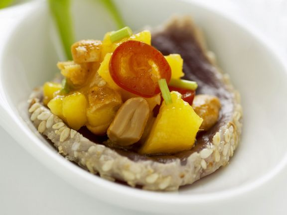 Thunfisch-Sashimi mit Mangosalat