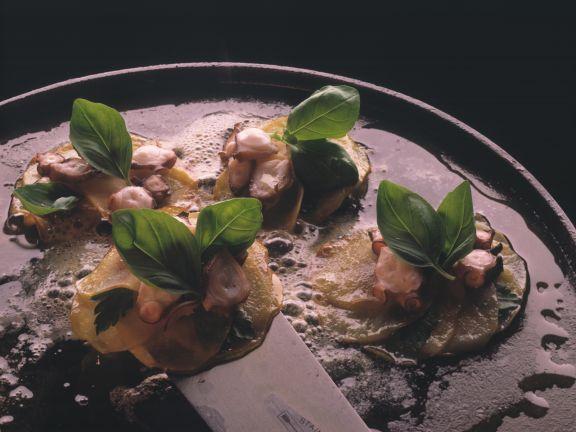 Tintenfisch auf Kartoffelplätzchen