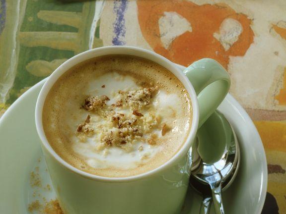 Tiroler Kaffeespezialität mit Nüssen und Rum