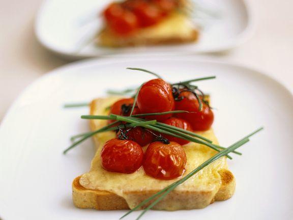 Toast mit Käse und Tomaten