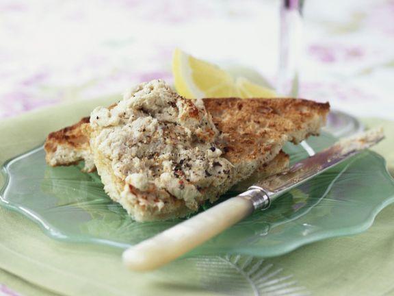 Toastbrot mit Sardinencreme