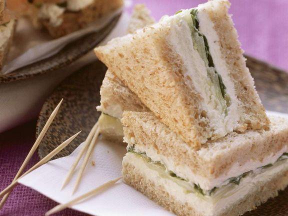 Toastbrot-Sandwich mit Rucola
