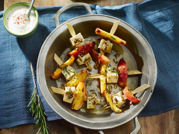 Tofu-Nektarinen-Spieße mit Paprika-Minz-Salat