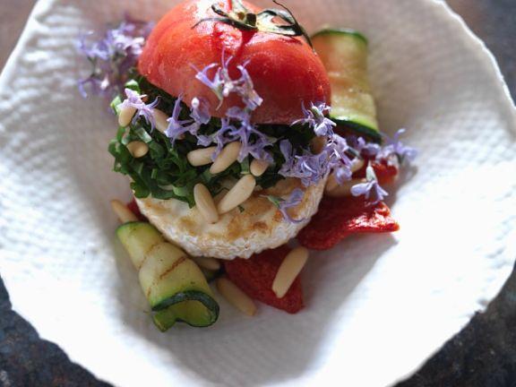 Tomate mit gegrillem Gemüse und Ziegenkäse