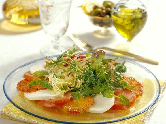 Tomate-Mozzarella mit Orangen und Blattsalat