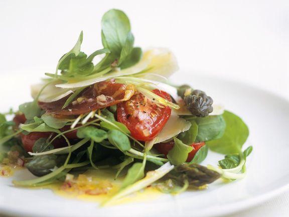 Tomaten-Brunnenkresse-Salat mit Parmesanhobeln