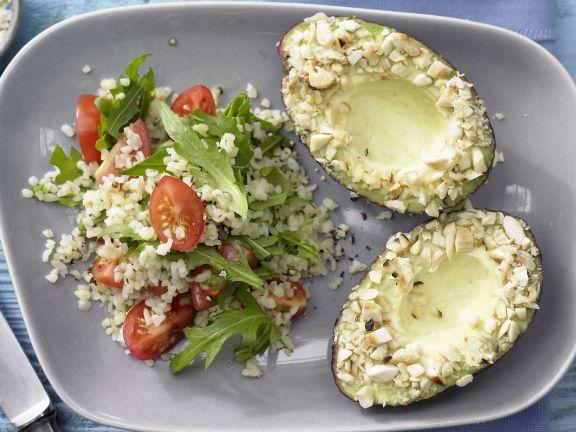 Tomaten-Bulgur mit Mandel-Avocado