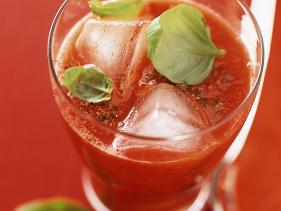 Tomaten-Drink mit Basilikum