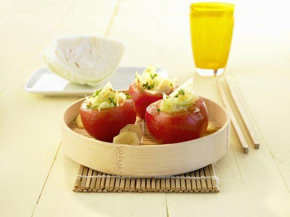 Tomaten gefüllt mit Ingwer und Kohl