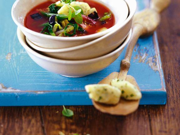 Tomaten-Gemüsesuppe mit Grießnocken