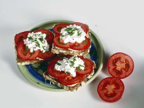 Tomaten-Hüttenkäse-Brote
