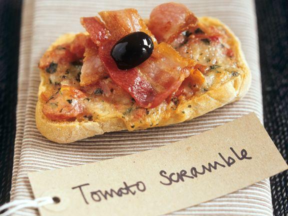 Tomaten-Käse-Toast mit Speck und Olive
