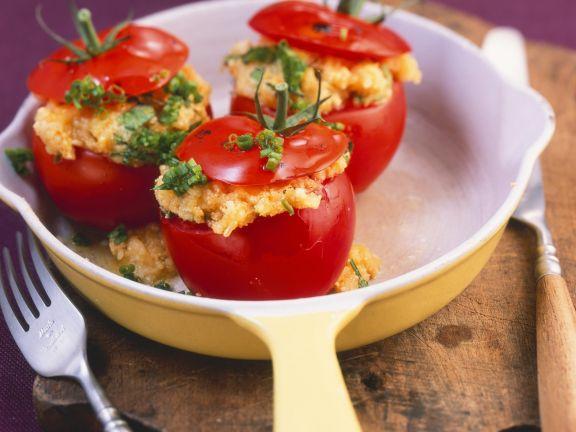 Tomaten mit Eierfüllung