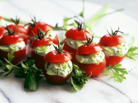 Tomaten mit Frischkäsefüllung