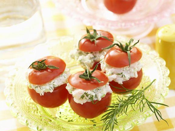 Tomaten mit Hüttenkäsefüllung