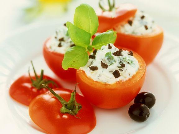Tomaten mit Käsecremefüllung