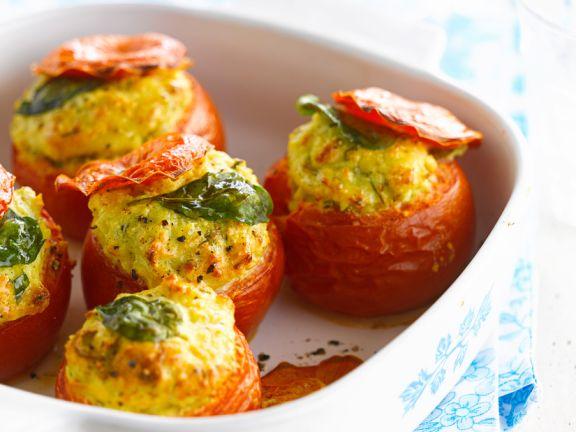 Tomaten mit Käsefüllung